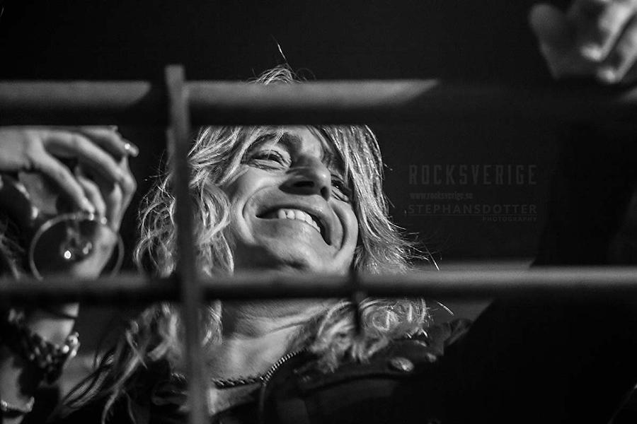 Mikkey Dee i publiken på Sticky Fingers i Göteborg